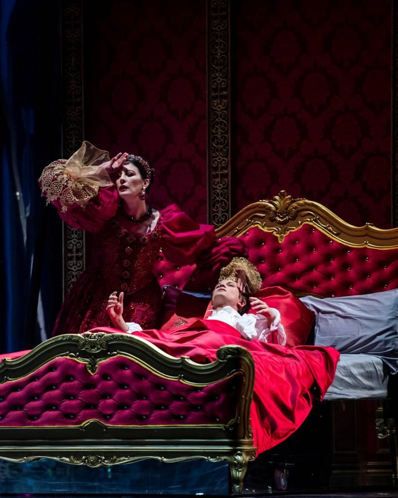 Peau d'Âne la reine mère Marie-Agnès Gillot et le prince Mathieu Spinosi © Julien Benhamou Julien Benhamou