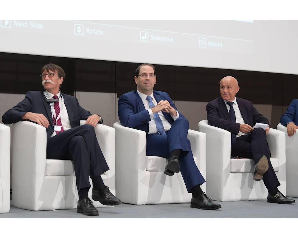 Assises du journalisme, de gauche à droite : Jérôme Bouvier, président de l'association Journalisme et citoyenneté, et Olivier Poivre d'Arvor, ambassadeur de France à Tunis. © FETHI BELAID / AFP