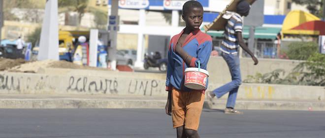 Un talibé dans une rue de Dakar : un vrai fléau que cette réalité qui les conduit à mendier.