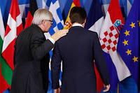 Le Premier minister italien Giuseppe Conte et le président de la Commission Jean-Claude Juncker. Les deux hommes doivent dîner ensemble samedi. L'occasion de trouver une porte de sortie ?  ©YVES HERMAN / AFP