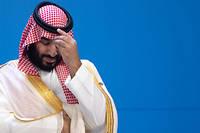 Le prince héritier d'Arabie saoudite, Mohammed ben Salmane, attendant les autres dirigeants étrangers du G20 pour la photo de famille, le 30 novembre 2018, à Buenos Aires.   ©RALF HIRSCHBERGER