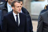 À son retour d'Argentine, Emmanuel Macron visite les lieux parisiens saccagés lors de la manifestation des Gilets jaunes.  ©Zakaria Abdelkafi / AFP