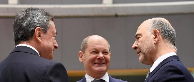 De gauche à droite, le président de la BCE Mario Draghi, le ministre allemand des Finances Olaf Scholz et le commissaire européen aux Affaires économiques et financières Pierre Moscovici.