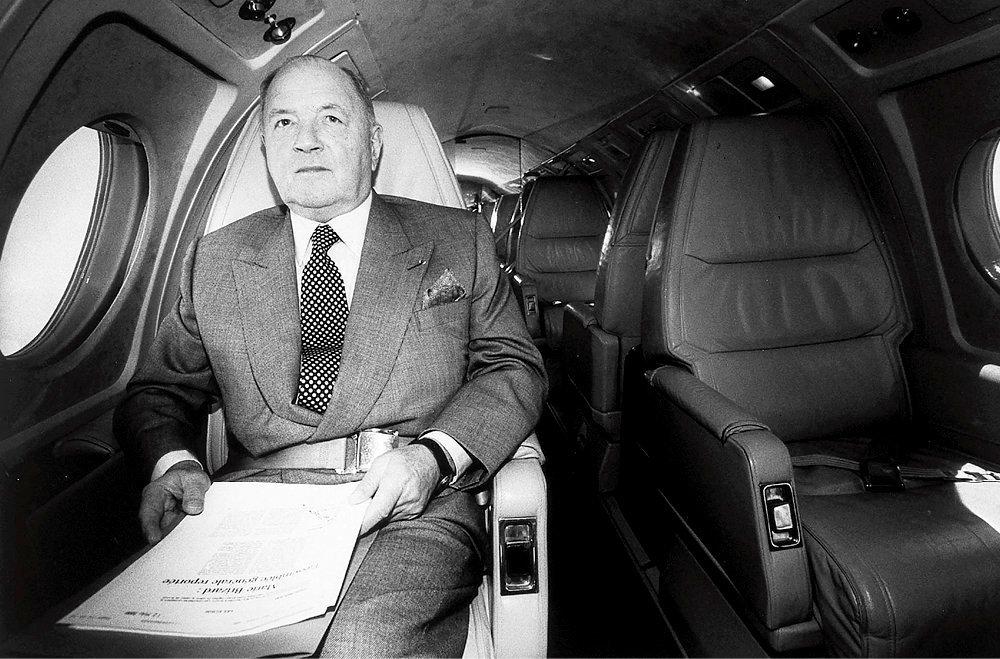 Autodidacte. Le milliardaire belge Albert Frère, dans son jet privé, en 2000. L'entrepreneur de génie, qui a fondé le holding GBL, a débuté et gagné son premier million en exportant des lingots d'acier en pleine guerre froide.
