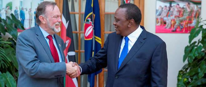 Tibor Nagy, secrétaire d'État adjoint aux Affaires africaines, et le président Uhuru Kenyatta du Kenya, début décembre à Nairobi.