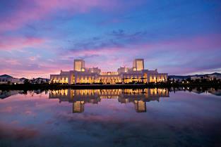 La station balnéaire voisine de Tanger a le vent en poupe. Elle accueille depuis deux ans un luxueux resort doté de 92 villas avec piscinesprivéesdans le cadre enchanteurd'un jardin méditerranéen de 26 hectares.  ©Med Amine CHBANI