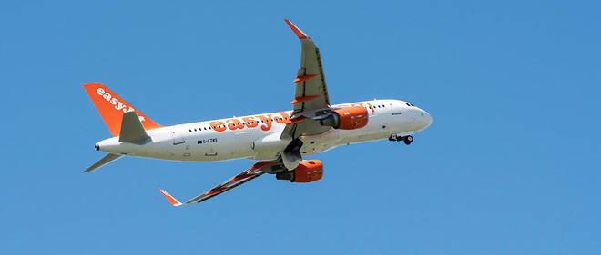 « Plus (l'avion) descendait, plus il bougeait. Je n'osais pas regarder le hublot. À un moment, l'avion a penché sur le côté, piqué du nez avant que le pilote ne remette les gaz », explique une passagère.