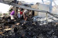À Hodeida, au Yémen, une usine détruite par ce qui est présenté comme des bombardements aériens de la coalition menée par l'Arabie saoudite, fin juillet 2018.  ©ABDO HYDER