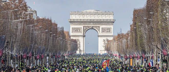 Ce grand débat annoncé par Macron vise à répondre aux exigences des Gilets jaunes.