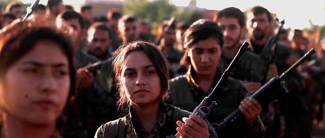 À Qamishly, dans le nord-est de la Syrie, combattants des Forces démocratiques syriennes lors des funérailles d'un de leurs membres tué à Hajin, le 3 décembre.