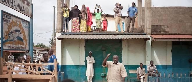 Depuis 2013, la quasi-totalité de la Centrafrique vit sous la coupe de groupes armés et de milices qui commettent d'innombrables violences et exactions.