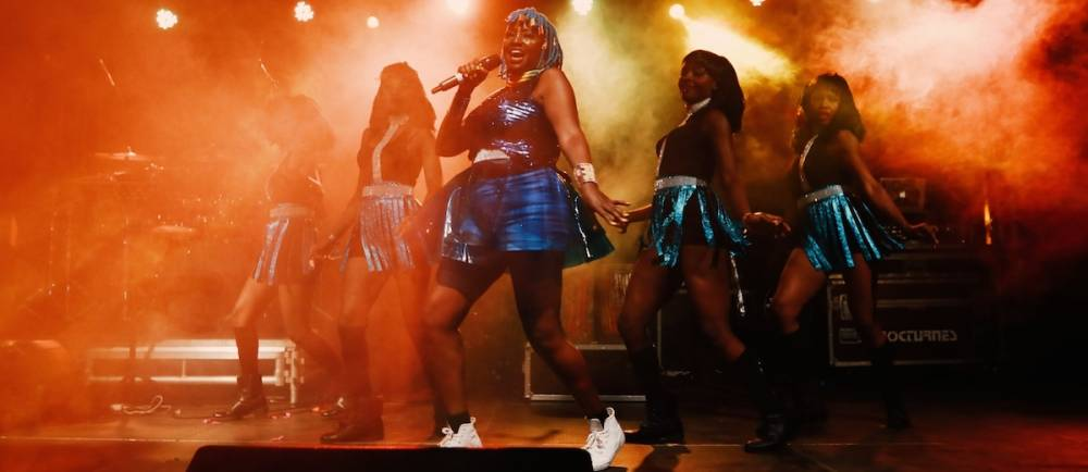 """Chaque titre du nouvel album de Muthoni Drummer Queen évoque le parcours d'un """"personnage, inspiré d'une femme"""", en anglais et swahili. ©  Shem Obara"""