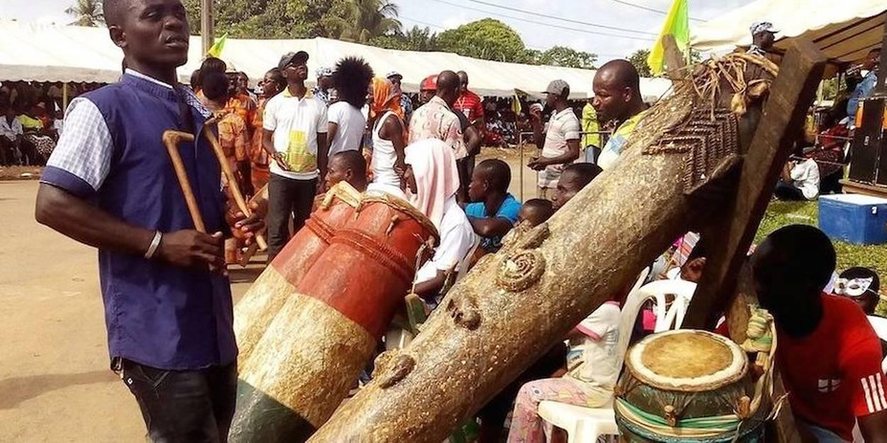 En Côte d'Ivoire, la restitution par la France du tambour Ebrié, « un geste historique » salué par les chefs traditionnels