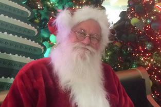 Fils de gendarme et père du plasticien Abraham Poincheval, Christian se glisse chaque année, au mois de décembre, dans le costume de Santa Claus.