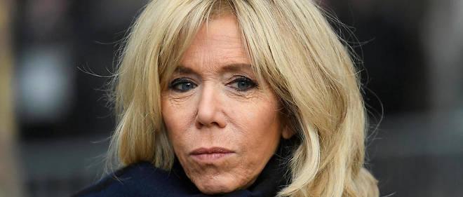 Brigitte Macron s'est rendue, dimanche, au marché de Noël des Tuileries, à Paris, avec ses petits-enfants.