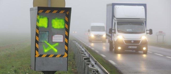 Plus de deux radars sur trois sont aujourd'hui hors service en France. Celui-là sera facile à réparer, il suffira de changer les vitres de protection  ©Philippe Lavieille