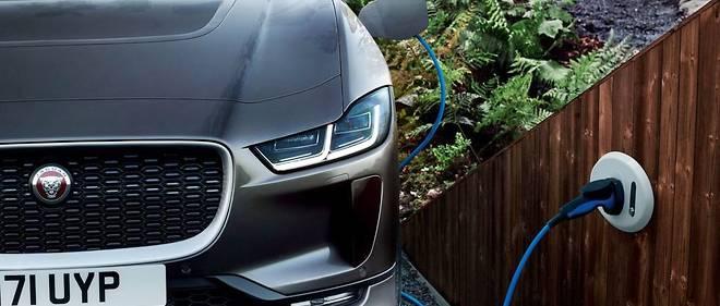 La voiture verte l'est-elle vraiment lorsque ses batteries font appel aux terres rares et se remplit d'électricité nucléaire? L'hydrogène est plus vertueux, mais il n'est pratiquement pas distribué à l'heure actuelle.