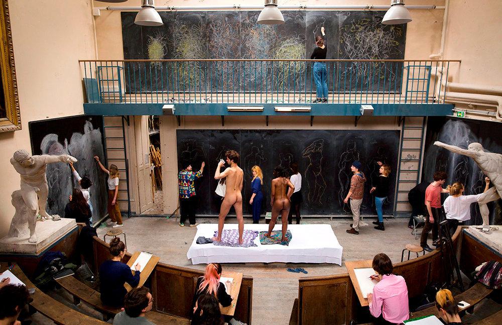Inspiration. Le célèbre cours de dessin sur modèle vivant, dans la salle de morphologie de l'Ecole des beaux-arts.