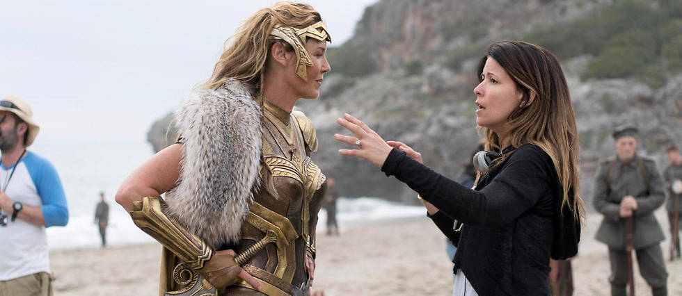 <p> La realisatrice Patty Jenkins sur le tournage de Wonder Woman.</p>