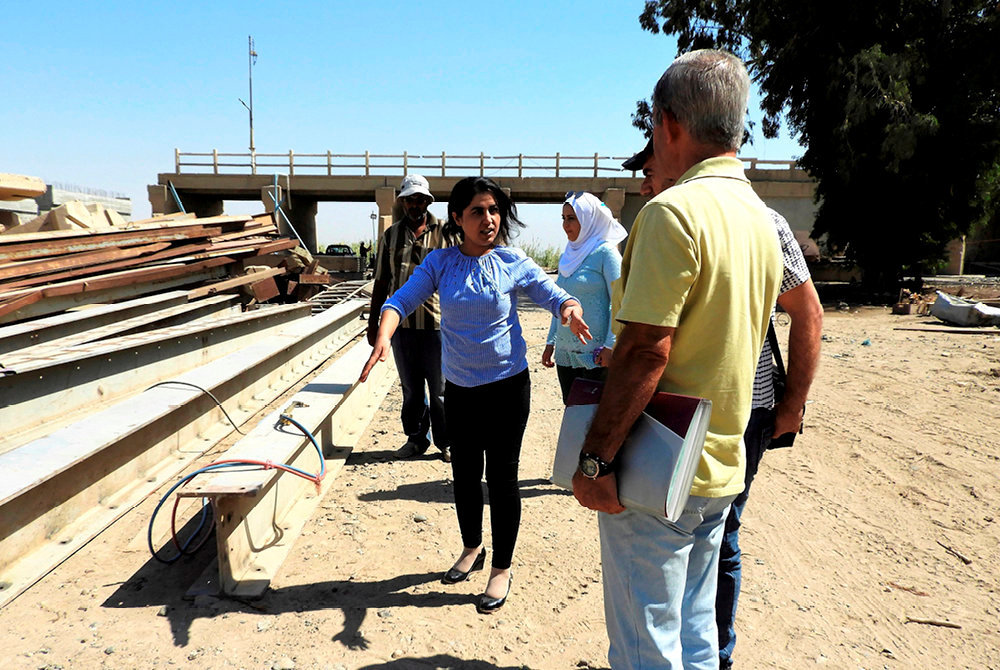 Chantier. Leila Moustapha, ingenieure agronome de formation, supervise la reconstruction de l'un des deux ponts sur l'Euphrate.