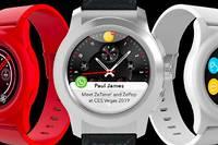 Des montres connectées associant écran tactile et aiguilles classiques.