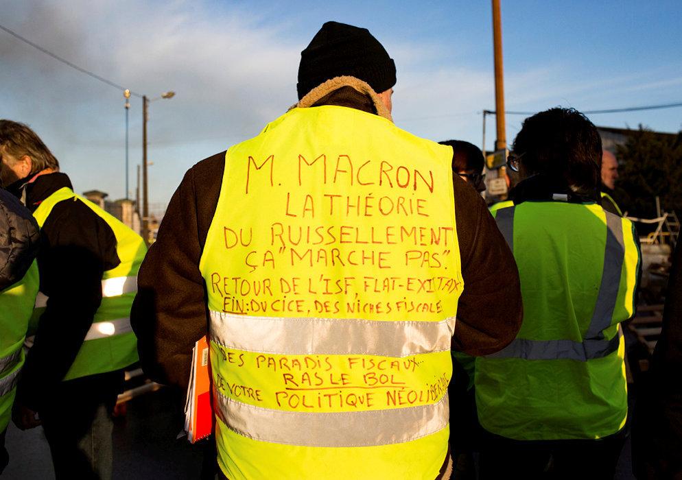 Catalogue. Blocage du dépôt pétrolier du Mans, le 3décembre.