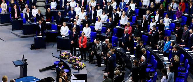À l'occasion du centenaire des premières élections auxquelles les femmes ont pu participer en Allemagne, les députées sociales-démocrates se présentaient vêtues de blanc, la couleur des suffragettes, au Bundestag.