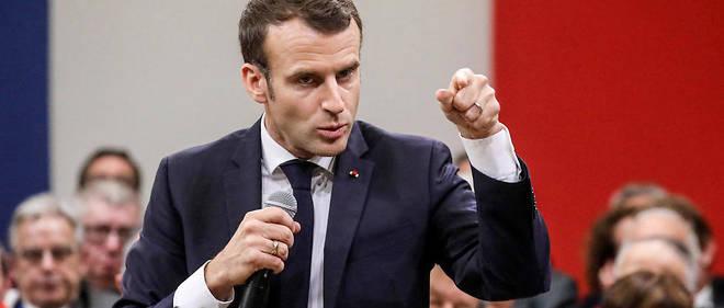 Les prises de parole d'Emmanuel Macron lors de ses échanges avec des maires sont considérées comme du temps de parole de l'exécutif, selon le CSA.
