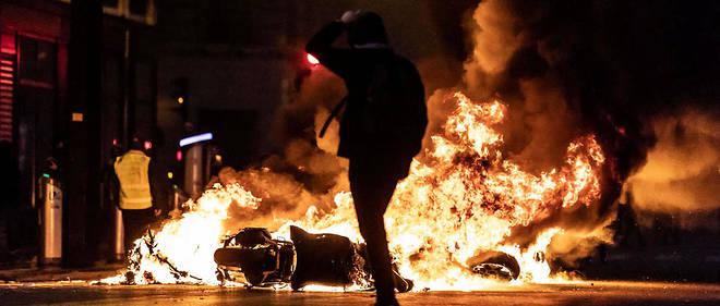 Le gouvernement déplore depuis la mi-novembre près de 2 000 blessés côté manifestants, et 1 000 chez les forces de l'ordre.
