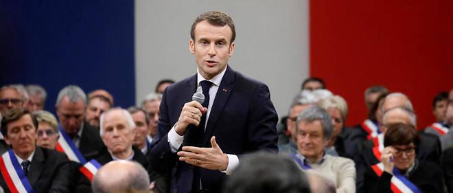 Grand débat: face-à-face tendu entre Macron et Wauquiez