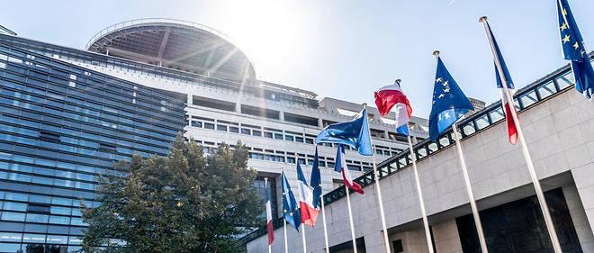 Selon Bercy, supprimer un poste de fonctionnaire génère, en moyenne,30000 euros d'économies par an à court terme.