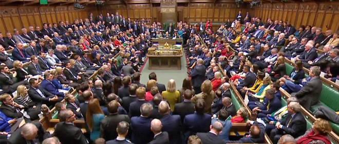 Les députés britanniques votent ce mardi plusieurs amendements pour exprimer leurs vues sur le Brexit, voire essayer de reprendre la main vis-à-vis de l'exécutif, tentant de sortir de l'impasse après avoir rejeté le traité de retrait conclu par le gouvernement avec Bruxelles.