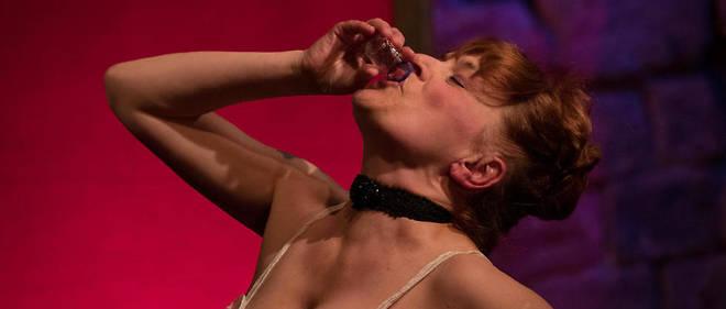 Portant sur ses épaules ce spectacle, Delphine Grandsart y mêle habilement humour et émotion, musique et sensualité.