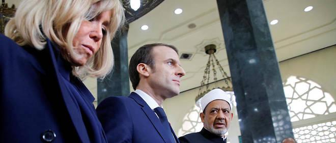 Après avoir été voir les Coptes, Emmanuel Macron a rencontréAhmed al-Tayeb, le grand imam de l'institution sunnite d'Al-Azhar.