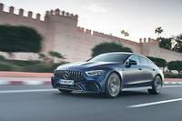 Mercedes se livre à un exercice beaucoup plus sportif avec les gammes AMG, comme le démontre cet ébouriffant 63 S Coupé 4 portes  ©tibo