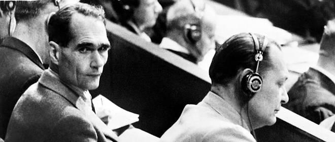 Hermann Goering (à droite) et Rudolf Hess (à gauche) lors du procès de Nuremberg.