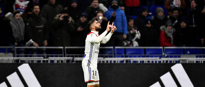 Lyon's French forward Nabil Fekir jubilates after scoring a goal during the French L1 football match between Olympique Lyonnais (OL) and Paris-Saint Germain (PSG) at Groupama stadium in Decines-Charpieu, near Lyon, on February 3, 2019. (Photo by JEFF PACHOUD / AFP)