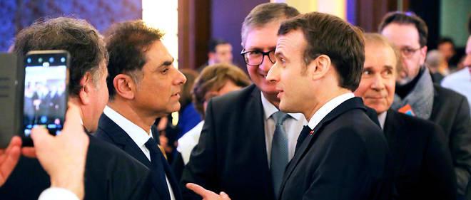 Emmanuel Macron s'entretient avecMourad Franck Papazian.