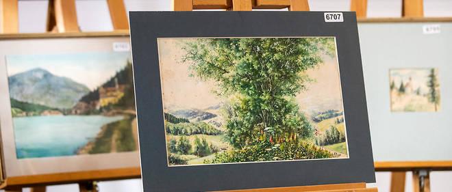 Les cinq toiles attribuées à Adolf Hitler mises en vente samedi n'ont pas trouvé preneurs.