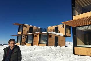 Le designer Ora Ito lors de l'ouverture au public du concept d'hébergement éphémère «Flying Nest» (Accor Hotels), à Avoriaz1800