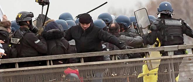 L'ancien boxeur Christophe Dettinger est jugé pour l'agression de deux gendarmes lors de l'acte VIII des Gilets jaunes à Paris.