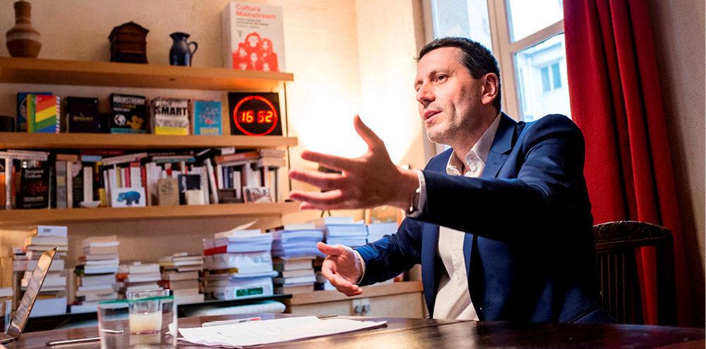 Frédéric Martel est sociologue, écrivain et journaliste. Avant «Sodoma» (Robert Laffont), il a notamment publié «Le rose et le noir: les homosexuels en France depuis 1968» (Seuil, 1996).