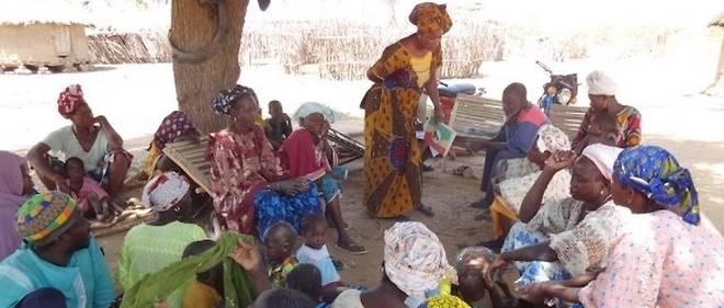 Réunion de sensibilisation contre les mutilations génitales féminines au Mali.