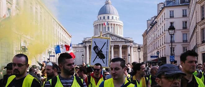 De gauche radicale pour certains, d'extrême droite pour d'autres, le mouvement des Gilets jaunes, estime Tristan Guerra, n'est pas profondément idéologique. La plupart de ses membres ont des revendications en effet assez proches de celles de la population française dans son ensemble.