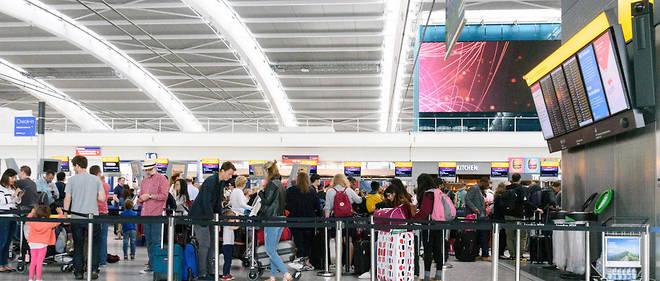 Depuis le 1er novembre dernier, Ryanair et Wizz Air n'autorisent plus gratuitement en cabine qu'un petit sac pouvant être placé sous le siège.