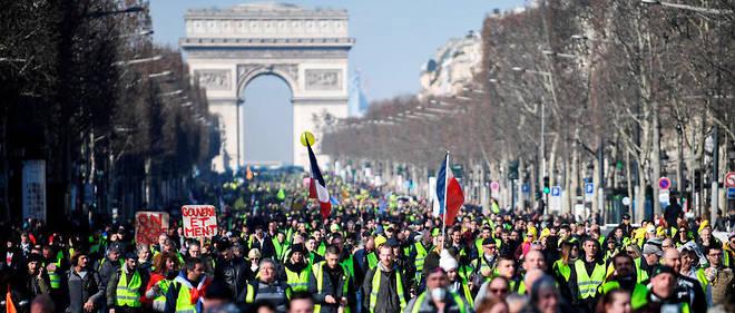 Deux événements Facebook appelaient les Gilets jaunes à se réunir dans la matinée à Paris en haut des Champs-Élysées, autour de l'Arc de Triomphe, avant de commencer à 13 heures une « marche dans les beaux quartiers ».