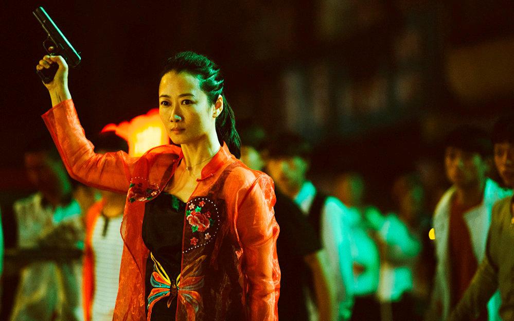 Caïd. Zhao Tao, épouse et muse de Jia Zhang-ke, incarne Qiao, une jeune femme réservée dont le destin bascule.
