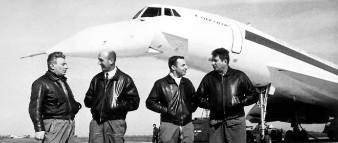 L'équipage de Concorde 001 le 28 février 1969 (de gauche à droite) : le mécanicien Michel Retif, le pilote d'essai en chef André Turcat, l'ingénieur de bord Henri Perrier et le copilote Jacques Guignard. Trois jours plus tard, l'équipe embarque pour le premier vol de l'appareil.