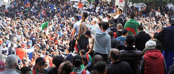 Les manifestants étaient, de l'avis des témoins et journalistes présents, plus nombreux que lors de la précédente journée de protestation, le 24 février.
