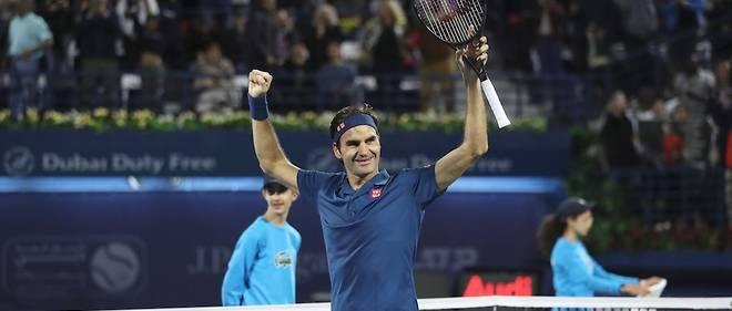 Le Suisse Roger Federer à l'issue de sa victoire au tournoi de Dubai contreStefanos Tsitsipas (6-4, 6-4). Il s'agit de la 100e victoire de sa carrière.